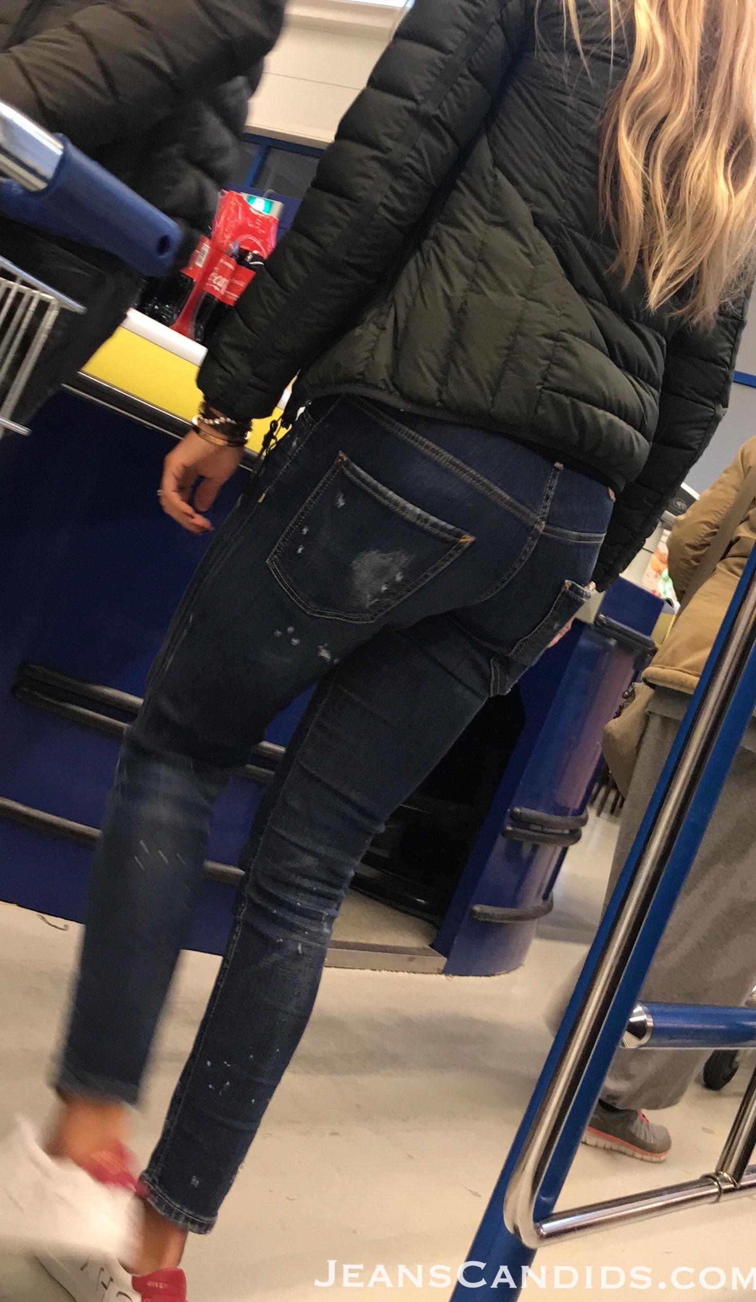 8- Hot Teens in Jeans-2.JPG