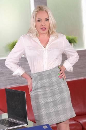 Lola Taylor - Office DP with Cheating Blonde Secretary Lola Taylor and 3 Colleagues (2021) SiteRip